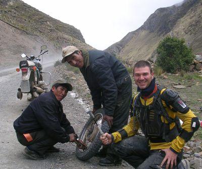 Jawa_tire_repair